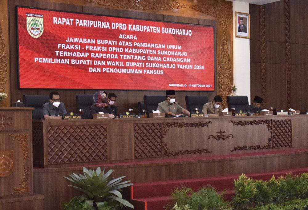 Rapat Paripurna Jawaban Bupati Terkait Raperda Dana Cadangan Pilbup 2024